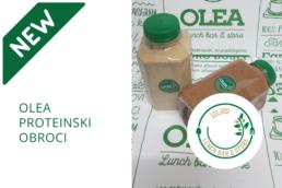 Dve boćice sa proteinskim obrocima, natpis olea proteinski obroci i logo olea lunch bara