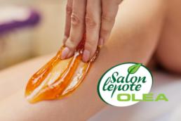 ruka koja depilira nogu šećernom pastom,logo olea salona